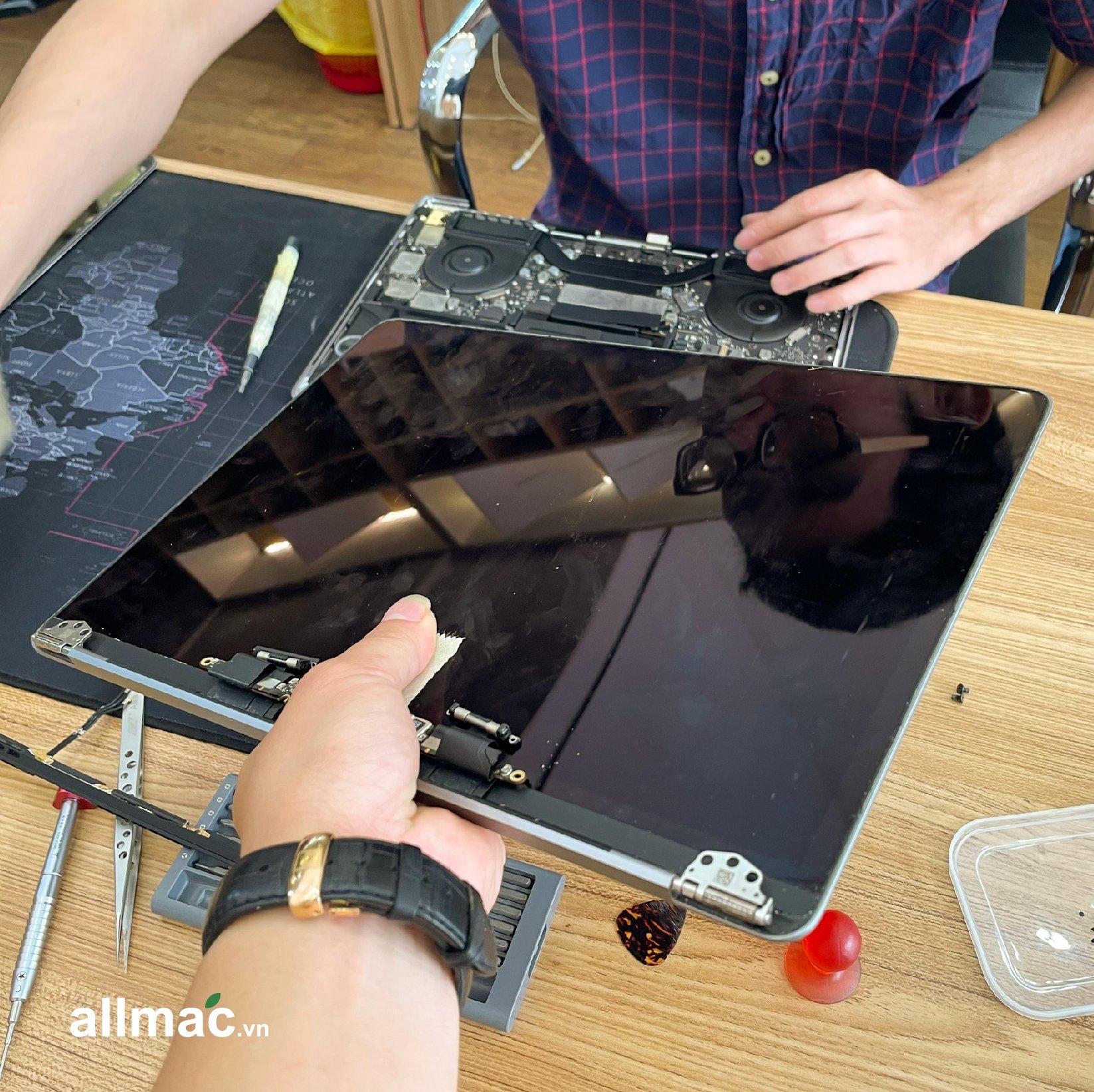 Thay màn hình MacBook Pro chính hãng